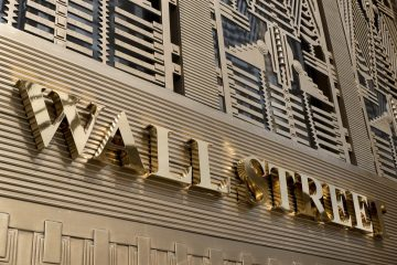 gold-wallstreet-sign